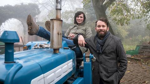 Nora Tschirner (Rolle: Kira Dorn) und Christian Ulmen (Rolle: Lessing) während der Dreharbeiten am Set.