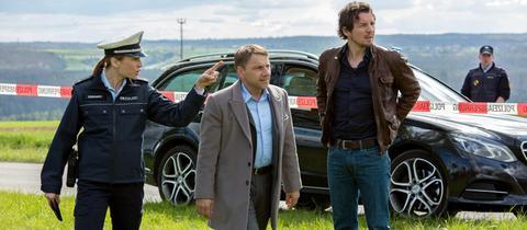 Die Kommissare Lannert (Richy Müller) und Bootz (Felix Klare) am Tatort