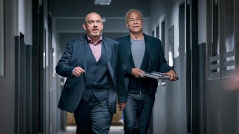 """Freddy Schenk (Dietmar Bär, l) und Max Ballauf (Klaus J. Behrendt, r) in einer Szene aus dem Tatort """"Familien"""""""