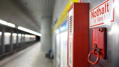 Ein Nothaltegriff im U-Bahnhof.
