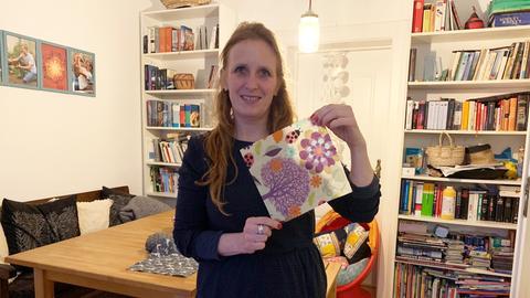 Umweltheldin Kerstin aus Frankfurt macht Wachstücher