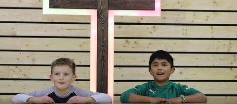 Video-Startbild: Messdiener aus St. Peter in Petersberg Fulda suchen per YouTube-Video neuen Pfarrer